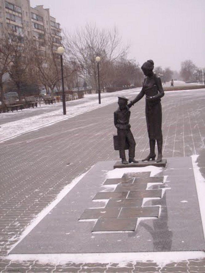 Ваза. Габбро-диабаз Александровск-Сахалинский Ваза. Лезниковский гранит Сергиев Посад